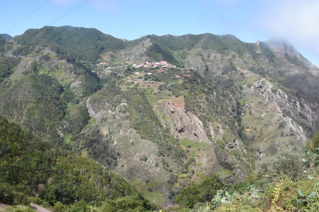 horský hřeben, nahoře vesnice